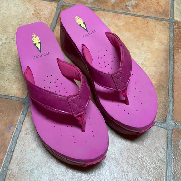 Volatile ladies thong sandals size 8 pink